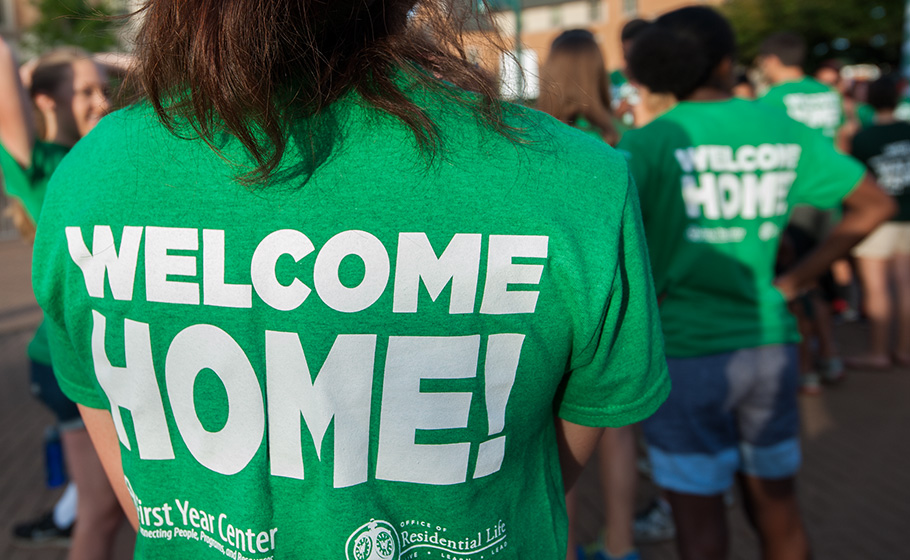 "move-in day green shirt ""Welcome Home!"""