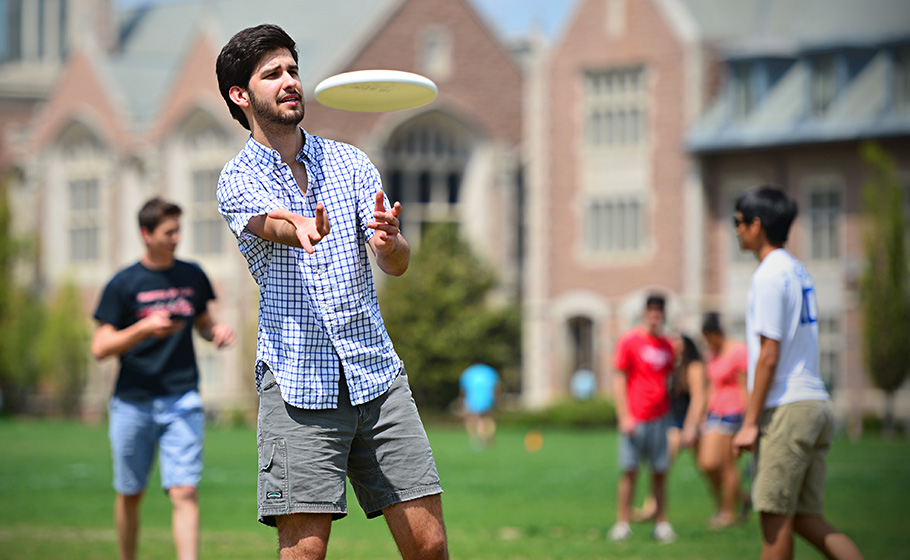 student throwing frisbee