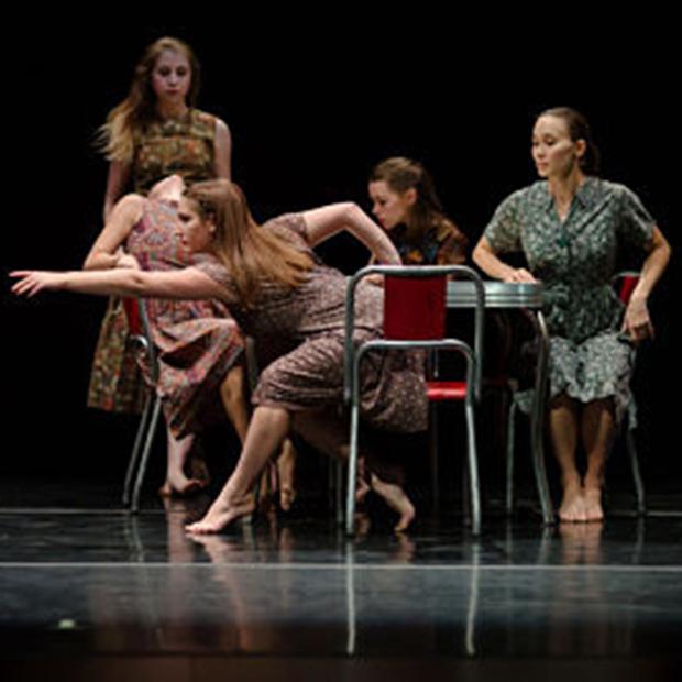 Washington University Dance Theater dancers performing.